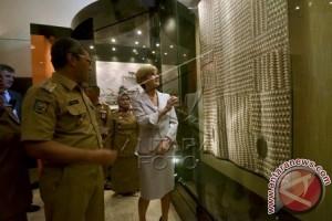 MENLU AUSTRALIA KUNJUNGI MUSEUM DI MAKASSAR
