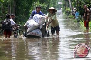 Ribuan warga diungsikan akibat banjir Morowali Utara