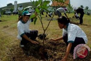 Wali Kota tanam pohon di Hari Bumi