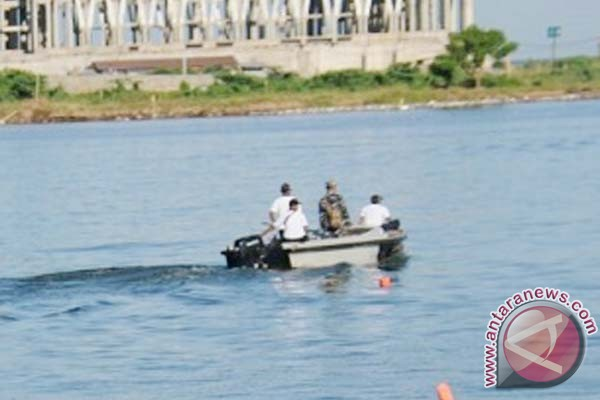 Lantamal VI terjunkan personel bersihkan Pantai Losari