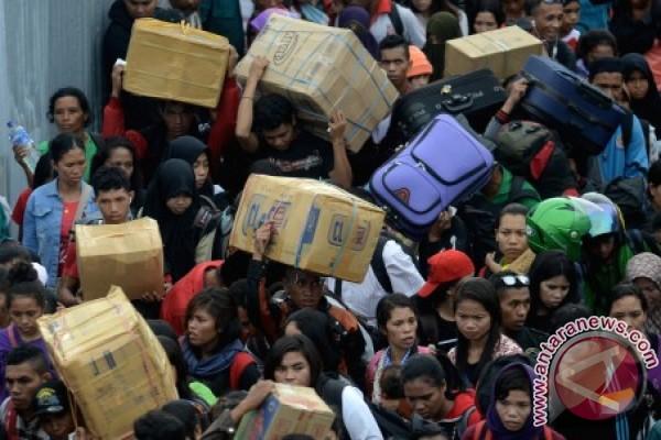 Desember 2016 Arus Penumpang Pelabuhan Makassar Meningkat