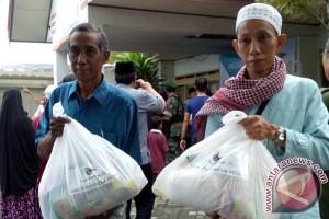 Garuda Indonesia bagi 1.000 paket sembako murah