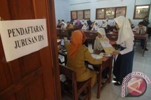 Penerimaan siswa baru sekolah dilarang melebihi kuota