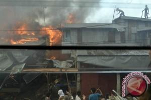 Puluhan kios Pasar Pannampu Makassar ludes terbakar