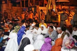 Wali Kota Makassar sahur bersama korban kebakaran