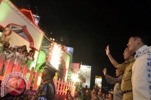 Ribuan warga Mamuju semarakkan pawai takbiran