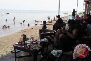 Pengunjung Padati Pantai Galesong