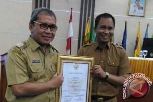 Wali Kota Makassar terima piagam WTP