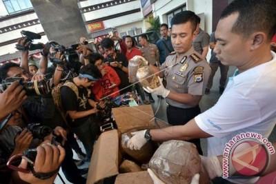Tiga mahasiswa ditangkap miliki empat Kg ganja