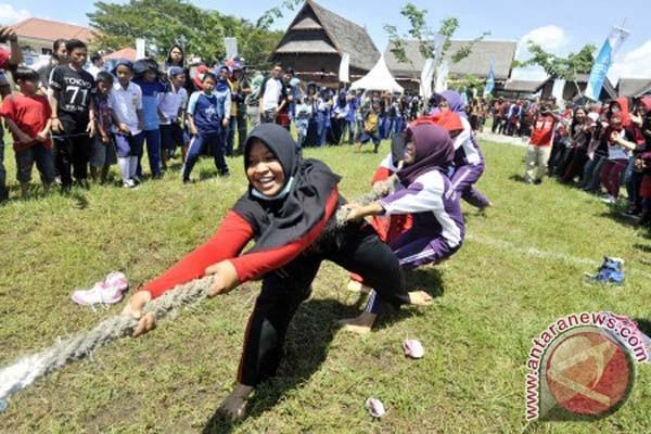 Lomba tradisional BUMN Mamuju semarakan HUT RI