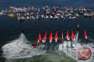 71 Perahu iringi pengibaran bendera di Losari
