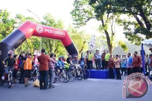 Wapres lepas peserta sepeda santai HUT Sulsel