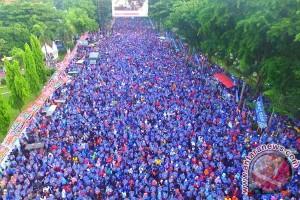 Peserta jalan sehat Makassar 200 ribu orang
