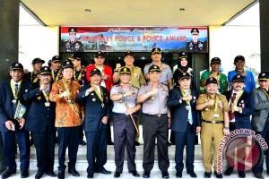 "Wawali Makassar terima penghargaan ""honorary police"""