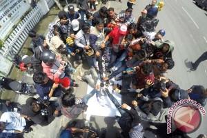 Jurnalis Makassar aksi minta tegakkan UU Pers