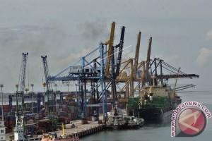 Pelindo IV Investasi Alat Bongkar Muat 2018