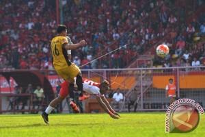 Dua gol Tibo menangkan PSM atas Mitra
