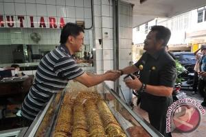 Gubernur yakinkan pemilik toko emas tetap buka