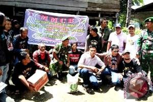 """Komunitas MMCB aksi sosial bersihkan """"kampung banjir"""""""