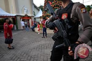 Ibadah malam Natal di Makassar berlangsung damai