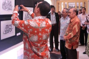 Pameran Tunggal Kaligrafi Surealistik Di UIN Alauddin