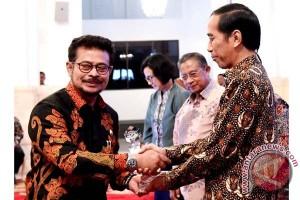 Gubernur Sulsel Raih Penghargaan Penggerak TPKAD Teladan