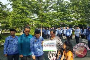BPJS Ketenagakerjaan Makassar Serahkan Bantuan Kecelakaan Kerja