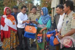 Anggota DPRD Sulsel Bagi Bantuan Korban Kebakaran