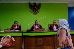 Bacakan Pembelaan Di Depan Hakim Yusniar Bersedih