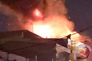 Kebakaran Makassar Hanguskan Tiga Mobil