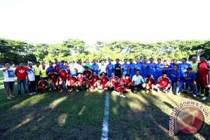 Wagub Buka Turnamen Sepak Bola U-40