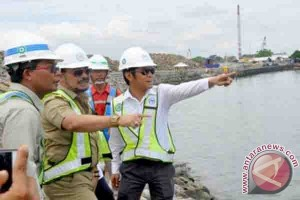 "Gubernur Tinjau Perkembangan Pembangunan ""Makassar New Port"""