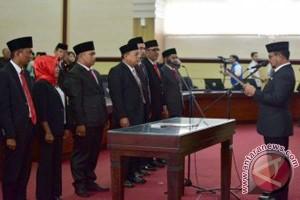 Gubernur Lantik Tujuh Komisioner KPID Sulsel