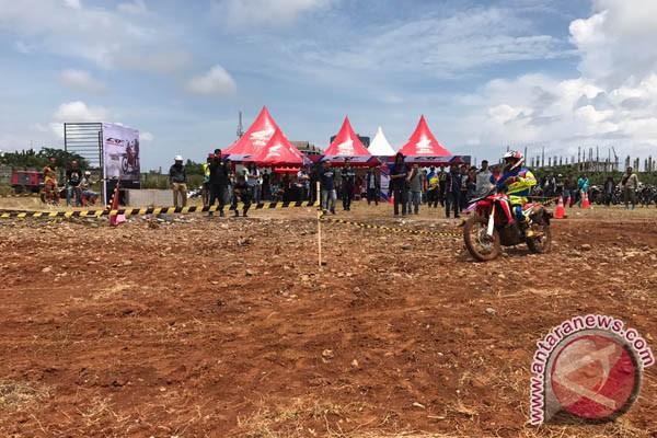 12 Pebalap Nasional Ramaikan Supercross Makassar