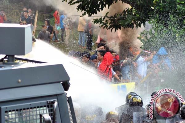 Gubernur Minta Eksekusi Asrama Di Bogor Ditunda
