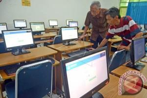 Ketua DPRD-Wali Kota Makassar Tinjau UNBK