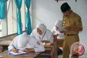 Wabup Pantau UN SMA Di Kabupaten Gowa