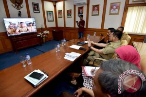 Gubernur Pantau Pelaksanaan UN Melalui Konferensi Video