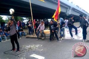 Peringatan Hardiknas Di Makassar Berlangsung Kondusif