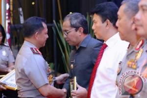 Wali Kota Makassar Terima Penghargaan Dari Kapolri