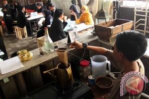 UJIAN SKRIPSI MAHASISWA DI CAFE
