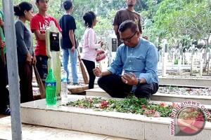 Wagub Sulsel Ziarah Kubur Jelang Ramadhan