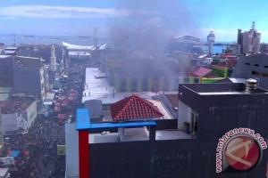 Pusat Grosir Butung Makassar Terbakar Api