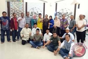 Wawali Solok Dijamu Penganan Khas Makassar