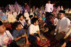 Ribuan Siswa Shalat Subuh Berjamaah Di Losari