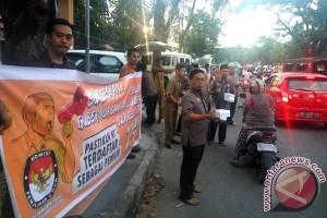 KPU Sulsel Bagikan Tak`jil Sosialisasikan Pilgub Sulsel