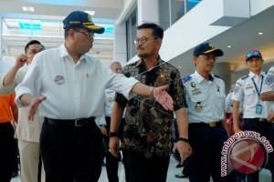 Menhub Tinjau Posko Angkutan Lebaran Pelabuhan Makassar