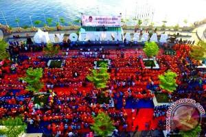 6.000 Petugas Kebersihan Makassar Terima Bingkisan Lebaran
