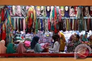 Pusat Perbelanjaan Di Makassar Diserbu Konsumen