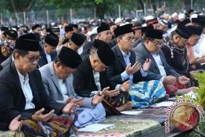 Shalat Ied Ribuan Jamaah Padati Lapangan Karebosi